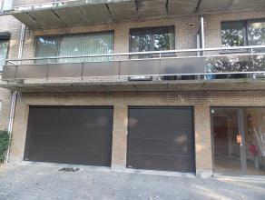Appartement op de 1ste verdieping.<br /> 105m² bewoonbare oppervlakte.<br /> 2 grote slaapkamers en 1 ruime inpandige kamer.<br /> Hal,toilet en bergi