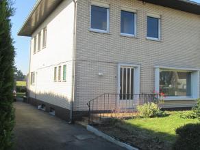 ruime, lichtrijke OB. Ruime ZW tuin met garage. Op wandel/fietsafatand van booming Ertvelde. Dicht bij bushalte Lijn 55 (Gent/Zelzate) en R4. Hall, ba