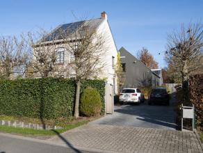 Grote gerenoveerde villa met een bewoonbare oppervlakte van 425m2, gelegen in Berlaar.<br /> U wordt verrast door een gevoel van ruimte en licht bij h