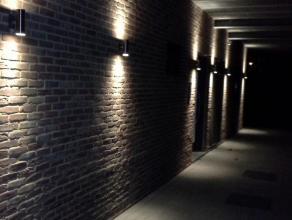 Ruim appartement op 1e verdiep MET LIFT en gerenoveerd als nieuwbouw op 5 minuten van het historische centrum van Lier. Alles nieuw. Zeer grote en lic