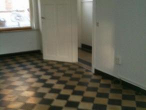 Bij Coupure en Astridpark rustig gelegen Lichtrijk huisje met zonnige koer, inkom, living, veranda met open keuken (2013), badkamer met ligbad, lavabo
