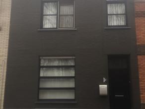 Rustig gelegen gerenoveerde rijwoning<br /> <br /> Instapklare woning in een doodlopende straat met veel groen voor en achter de woning. Indeling van