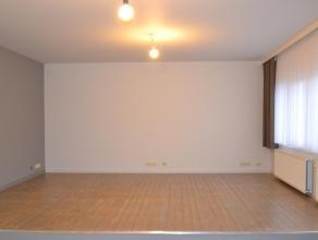 Zeer mooi appartement in een rustige omgeving. nieuw geschilderd open keuken met nieuw afwasmachine,grote woonruimte en  zeer ruime badkamer 1 slaapka