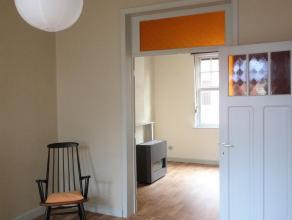 Goed onderhouden praktisch huis, nabij station Gent St.Pieters. <br /> <br /> De leefruimte en inrichting is uitstekend geschikt voor een koppel of tw