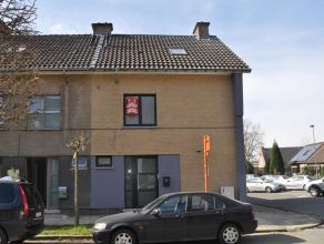 Aalst, ruime woning met 4 slaapkamers, terras en garage.<br /> <br /> Ruime nette woning aan de stadsrand van Aalst. Kelder: droge kelder Gelijkvloers