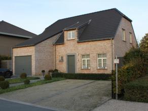 Rustig gelegen (doodlopende straat) instapklare actuele energiezuinige (EPC 198) woning met 4 slaapkamers, volledig geïnstalleerde keuken, ruime leefr