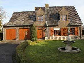Prachtige villa te koop , voorzien van een mooie tuin en aanpalende weide , groot pluspunt is dat er naast het perceel een verharde baan gelegen is me