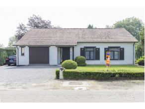 Zeer gezellig en rustig gelegen woonhuis in landelijk gebied met mooie naar het zuiden gerichte tuin voorzien van een groot terras en aangrenzende ver