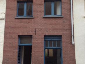 Te vernieuwen woning Biddersstraat 51 Brugge<br /> - Gelijkvloers: Living, keuken, badkamer met douche en WC<br /> Toegang tot tuin (21m2) en fietspoo