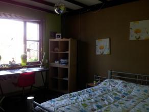 Gelegen op de eerste verdieping, gemeenschappelijke trappenhal, kelder,berging, 3slaapkamers met rolluiken, living, open keuken, inkomhal met apart to