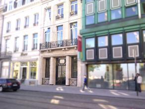 Stijlvolle kantoren in elegant herenhuis,hartje Brussel. Grote plus is de bereikbaarheid : privéparking (op dit ogenblik 9 parkeerplaatsen gehuurd), a
