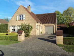 Ruime alleenstaande woning op een uitstekende ligging in een zeer rustige omgeving te Sint-Andries, gelegen op een perceel  van 560 m².<br /> Op de ge