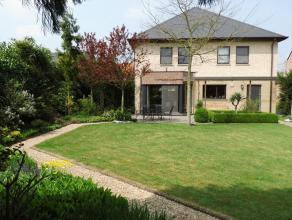 Instapklare villa te koop. <br /> Dicht bij het centrum en rustig gelegen, in gemeente Hallaar. Perceel van 2506m². Bouwjaar 2001. Ruim salon met aans