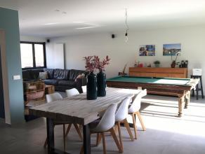 Volledig gerenoveerd (in 2015) appartement op de Vrijheid in Hoogstraten. Het appartement heeft een totale oppervlakte van 176m², heeft een ruime livi