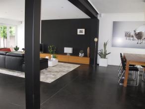 Volledig vernieuwde woning met 4 slaapkamers en bewoonbare oppervlakte van 240 m2. <br /> Droge kelder met aansluitingen voor wasmachine en droogkast.