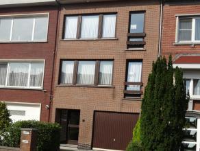 Huis bestaande uit een appartement (2de verdieping) en een bel-etage woning (1ste verdieping en gelijkvloers). In uitstekende staat, instapklaar. Gesc