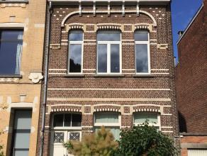VERKOCHT   Deze woning (zonder garage) bevindt zich in Mortsel op 8 km van het centrum van Antwerpen en op wandelafstand van het het openbaar vervoer.