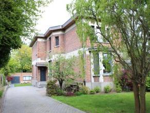 GEEN IMMO ! Instapklare HOB uit de interbellum periode in de Dieseghemwijk (zone 30) te Mortsel. Begane grond: inkomhal, gastentoilet, woonkamer op pa