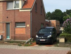 Starters woning met nog een aantal werkjes in. De woning is goed gelegen in het Landelijke Broechem op 0,5km van openbaar vervoer, supermarkt en dorps