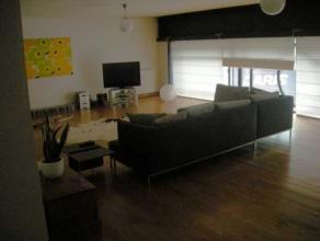 Idéalement situé en plein coeur de la ville, au calme très bel appartement de style loft de 190m² comprenant grand living av