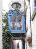 Ancienne maison ...certain charme  Ambiance assez caractéristique des anciennes maisons des impasses de Liège ... Cuisine ouverte avec verrière , salo