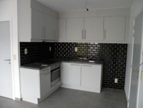 Nieuw knus appartement op 1ste verdieping in kleine residentie met lift in centrum Londerzeel St Jozef met 2 slaapkamers op 5 min van A12. Living met