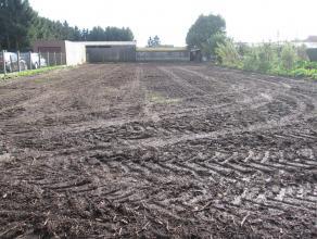 Goed gelegen bouwgrond voor open bebouwing op de rand van het centrum te Tielen.  Straatkant 18 m breed is Noord (Oost) zijde, dus tuin is gunstig gel
