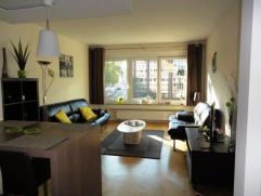 Appartement situé dans un petit immeuble de 4 niveaux, avec ascenseur et porte de sécurité, dans une rue à sens unique, à proximité de toutes les mont
