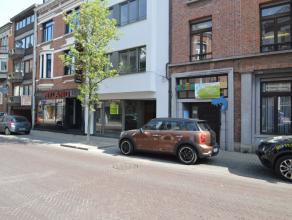 Nieuw handelspand in het hartje centrum van Dendermonde In het centrum van Dendermonde is er een goed gelegen handelspand gelegen met een bruikbare vl