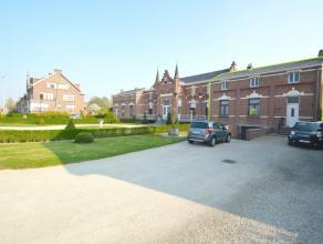 Authentieke woning te Dendermonde Dit authentieke pand is gelegen aan de stadsrand van Dendermonde dicht bij openbaar vervoer, scholen, winkels en op