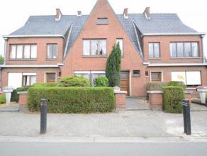Licht op te frissen gezinswoning te Dendermonde Deze woonst is gelegen op een perceel van 2a 33ca en een bewoonbare oppervlakte van 145 m2 groot. De w
