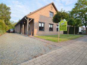 Vrijstaande woonst gelegen in de rustige villawijk te Lebbeke Deze landelijke vrijstaande woning is gelegen op een perceel van 10are 74ca groot, gebou