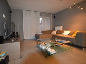 In het centrum van de Ros Beiaardstad instap klaar appartement op 3de verdiep. Het appartement omvat inkomhal, apart toilet, de dubbele glazen deur ge