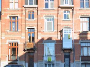 Prachtige stadswoonst op een unieke ligging te Dendermonde Deze ruime gezinswoning heeft maar liefst een bewoonbare oppervlakte van 235 m2, is gelegen