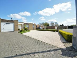 Goed gelegen Bungalow te Dendermonde Deze goed onderhouden woning met enkel een benedenverdieping is gelegen in een rustige residentiële woonwijk
