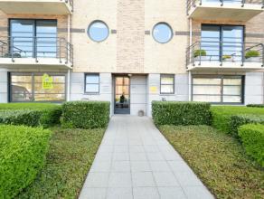 Gelijkvloers appartement met tuintje op een zeer gunstige ligging te Dendermonde Dit gelijkvloersappartement is gelegen in de kern van het centrum Den