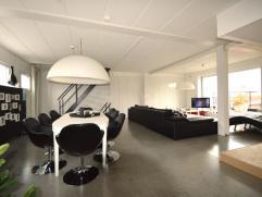De woning is gelegen op een goed gelegen commerciële ligging.Deze woonst omvat op de gelijkvloerse verdieping, een goed draaiende frituur-pittaza
