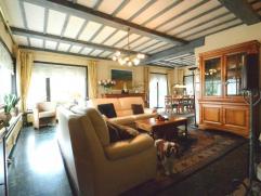 Deze villa is gelegen op een perceel van 7a 62ca (762 m2) groot in een groene rustige omgeving en toch nabij het centrum van Dendermonde (winkels, sch