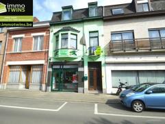 Deze ruime woning is gelegen met zijn zeer goede ligging, in het hartje centrum van Sint-Gillis-Dendermonde.Momenteel is deze handelszaak een gekende