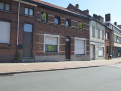 Deze woning is zeer goed gelegen aan de rand van het centrum van Temse, met zijn zeer goede verbindingen naar (Antwerpen/Brussel/Gent) en op enkele st