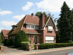 Deze op te frissen woning is gelegenin een groene rustige omgeving en toch nabij het centrum van Hamme (winkels, scholen en openbaar vervoer)&nb