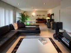 Deze villa is gelegen op een perceel van 2082 m² en beschikt over een 309m² bewoonbare oppervlakte. Deze pièce unique ise