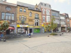 Deze eigendom gelegen in het hartje centrum te Dendermonde biedt vele mogelijkheden, wonen en werken is hier ideaal !Deze opbrengsteigendom biedt op h