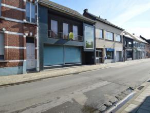 Ruime handelswoning te Baasrode Deze handelswoning is een uitzonderlijk pand en is gelegen aan het vernieuwde dorpsplein te Baasrode.Bestaande uit een
