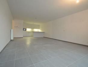 Prachtig appartement afgewerkt met hoogwaardige materialen, dit appartement is gelegen op de eerste verdieping met een ruim zuidgericht terras, mooie