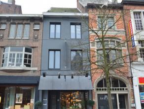 Stijlvol gerenoveerd appartement in het hartje van Dendermonde Dit ruime instapklare appartement, gelegen op een 1ste verdieping (triplex) is een pare