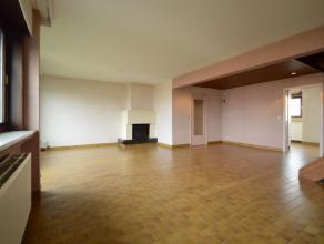 Duplex appartement van ca. 158 m2 met garage te Dendermonde (Baasrode) Dit duplex appartement met extra 3de zolderverdiep heeft een bewoonbare opparvl