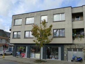 Appartement te Sint-Gillis-bij-Dendermonde Dit appartement is gelegen op een commerciële baan, dicht bij winkels, scholen en openbaar vervoer.Dit