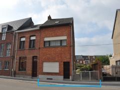 Gunstig gelegen halfopen bebouwing met leuke zuid tuin op  2a60ca en slechts 500m van het station van Mechelen. Goede verbinding E19 en bushalte voor