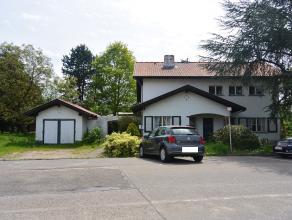 Deze alleenstaande woning biedt u een rustgevend zicht op het achtergelegen groen. De woning beschikt over een kelder en op het gelijkvloers is er een